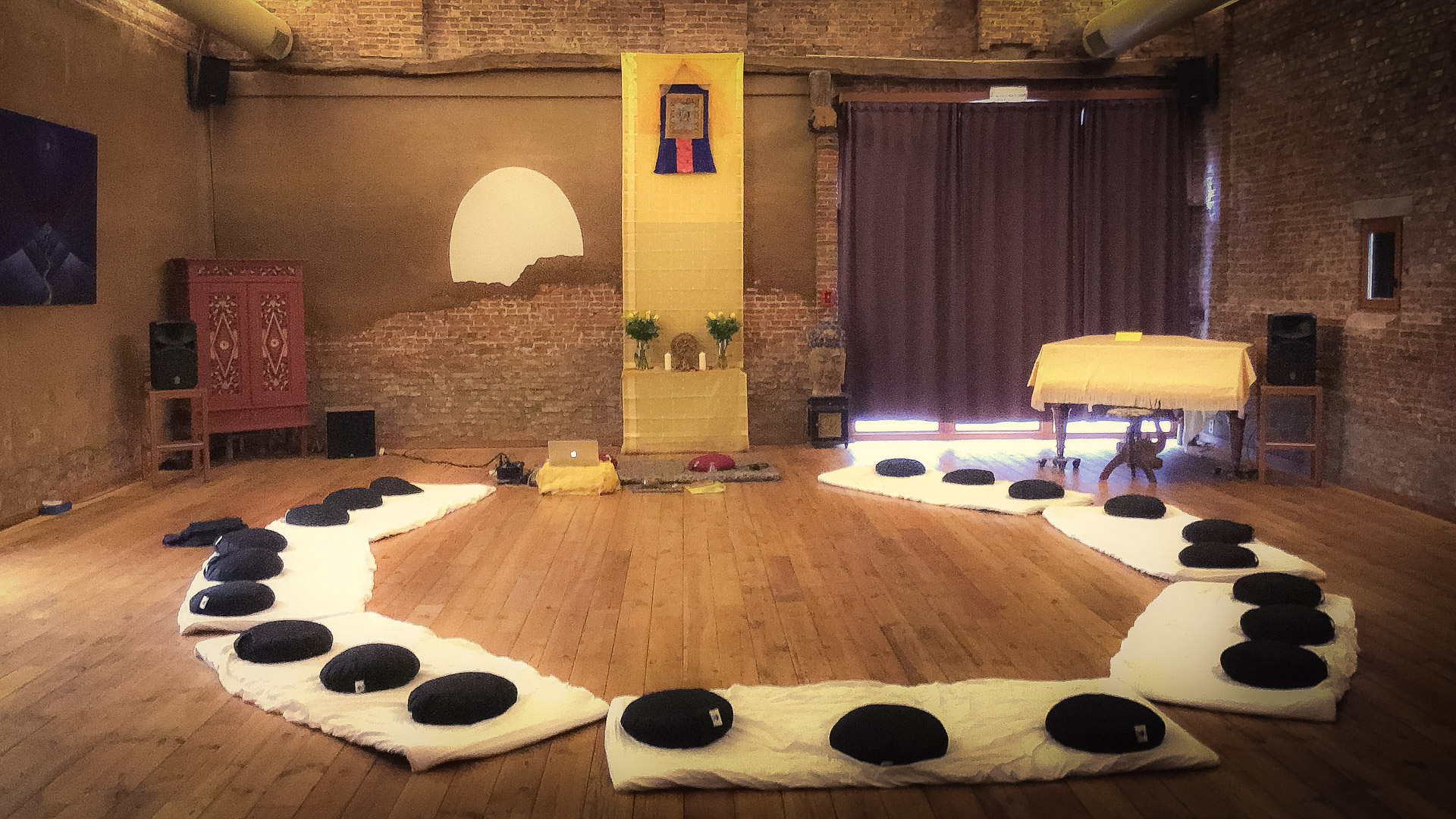 Tantra meditation room ready for tantric seminar in Koningsteen, Belgium